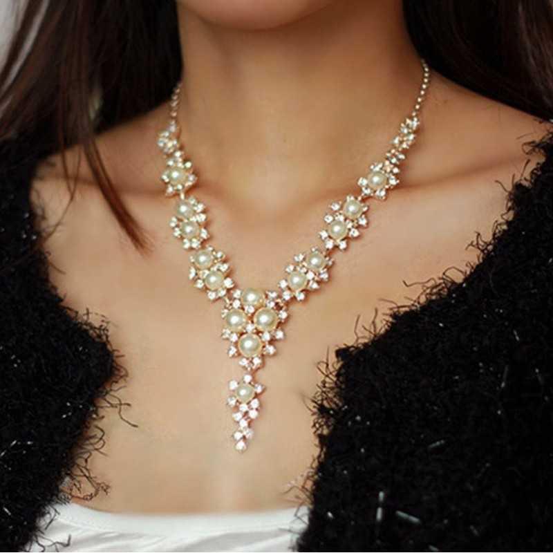 Elegáns nyaklánc gyöngyökkel, strasszokkal 00024ec