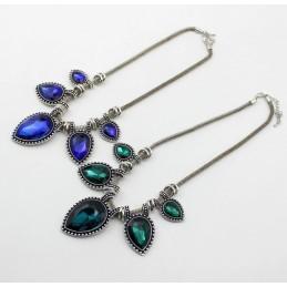 Fonott nyaklánc kék színű csiszolt kövekkel. 00057ec