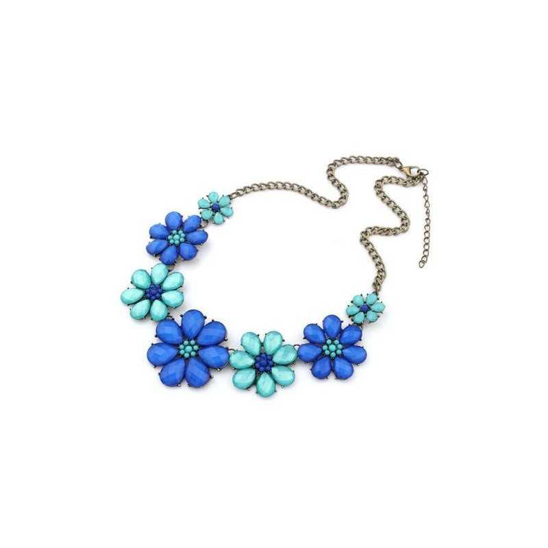 Nyakék kék virágokkal díszítve. 00058ec