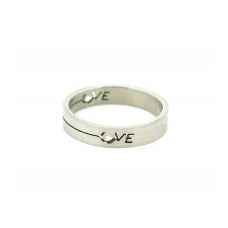 Acél gyűrű, közepén LOVE felirattal