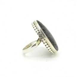 Gyűrű lávakővel
