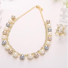 Arany színű gyöngy nyaklánc strasszokkal, gyöngyökkel. 00036ec