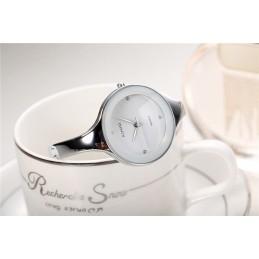 Kimio női karperec óra, fehér számlappal. 385-1oc