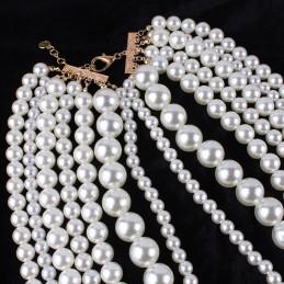 Fehér, gyöngyökkel díszített nyakék. Öt soros  00126ec