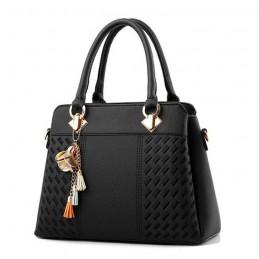 Három fakkos, zsebes, cipzáros, fekete divatos női táska.