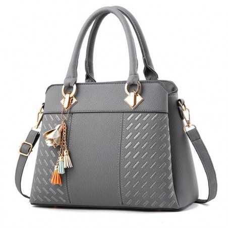 Három rekeszes, zsebes, cipzáros, szürke divatos női táska.