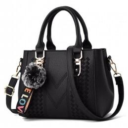 Fekete, varrott mintás női táska kistáska. 5028oc