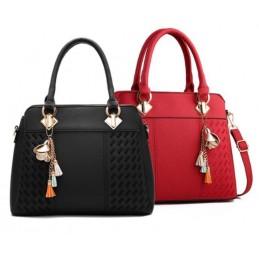 Három rekeszes, zsebes, cipzáros, piros és fekete divatos női táska.