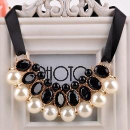 Gyöngy nyaklánc fekete kövekkel esküvőkre, alkalmakra. 00012ec